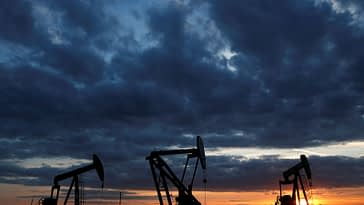 Oil Edges Lower for a Second Session With Focus on Fed Stimulus
