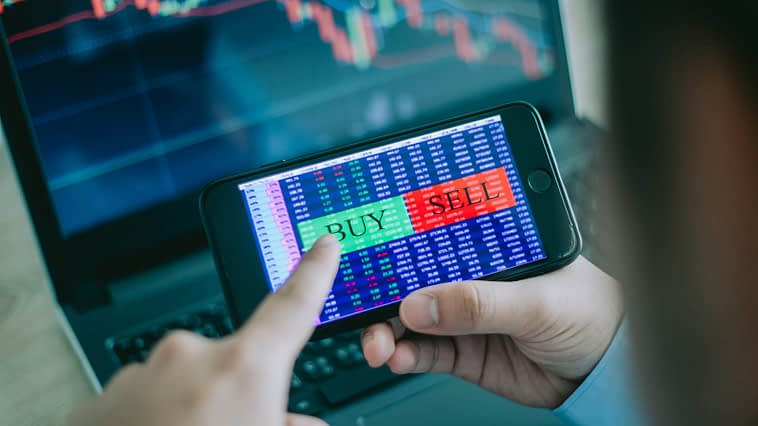 stocks to buy - The 3 Smartest Stocks to Buy With $2,000 Right Now
